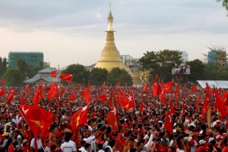 Supporters wave National League for Democracy (NLD) flags after Myanmar pro-democracy leader Aung San Suu Kyi gave a speech at her campaign rally for the upcoming general election, in Yangon November 1, 2015. REUTERS/Soe Zeya Tun  - RTX1U93Z