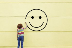 La società ci vuole felici?