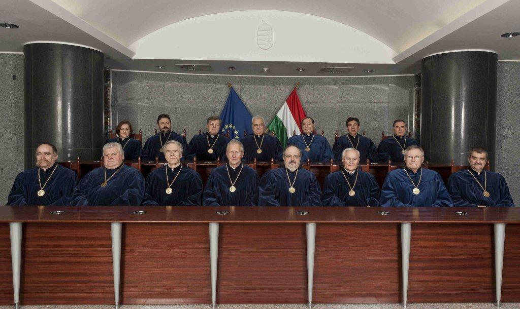 The Hungarian Constitutional Court (https://hungarynews.files.wordpress.com/2015/01/alkbir.png)